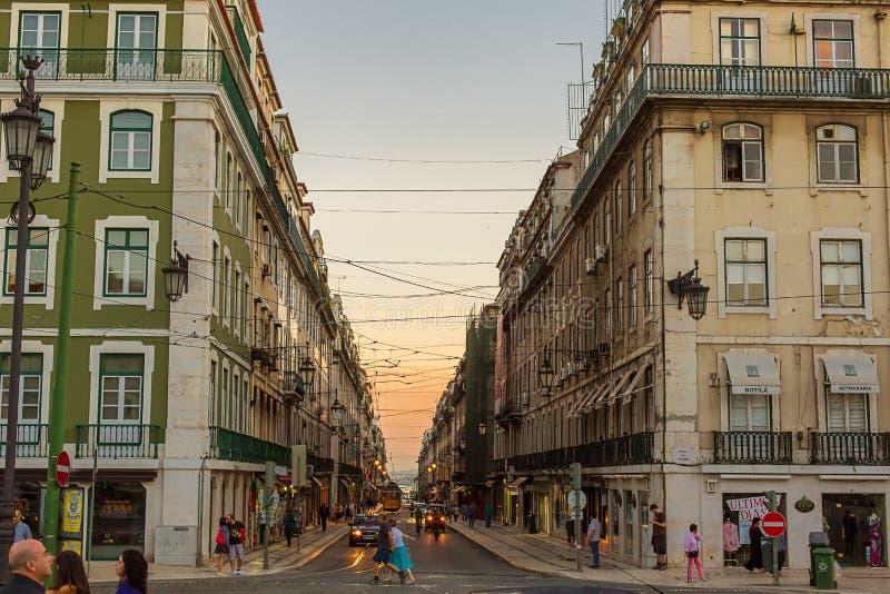 Romantisk gata i Lissabon royaltyfri bild