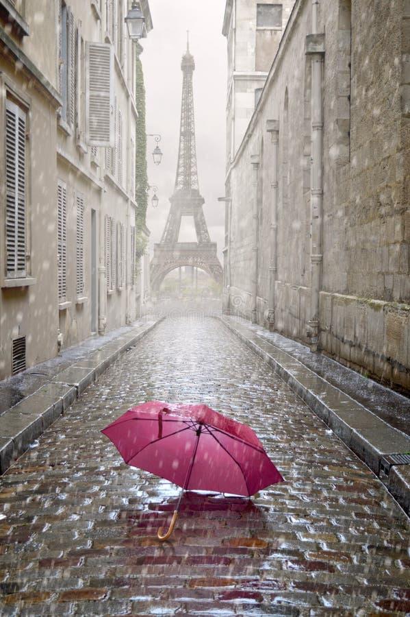 Romantisk gränd på en regnig dag arkivfoto