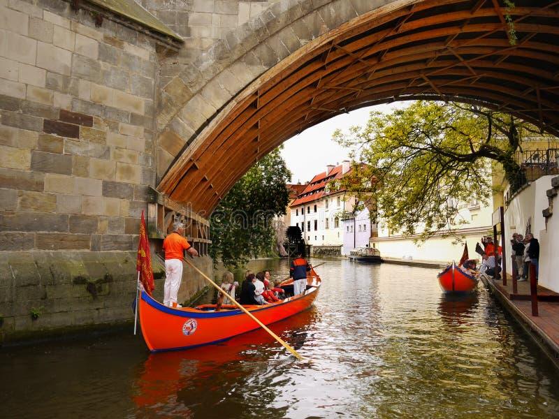 Romantisk kryssning, Touristic dragning, Prague arkivfoto