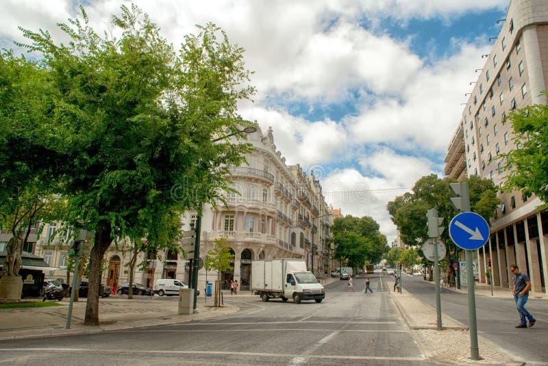 Romantisk Lissabon gata royaltyfri fotografi