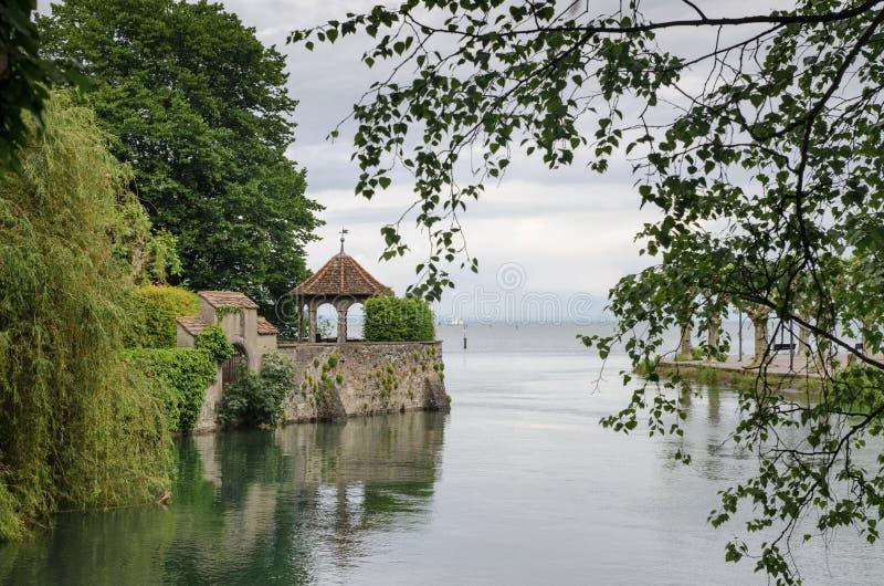 Romantisk paviljong av Konstanz (Constance) promenad på Bodensee sjön royaltyfria foton