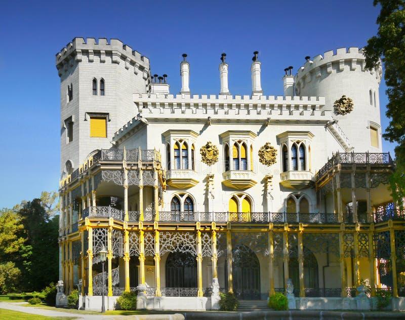 Romantisk slott, Hluboka, Tjeckien fotografering för bildbyråer