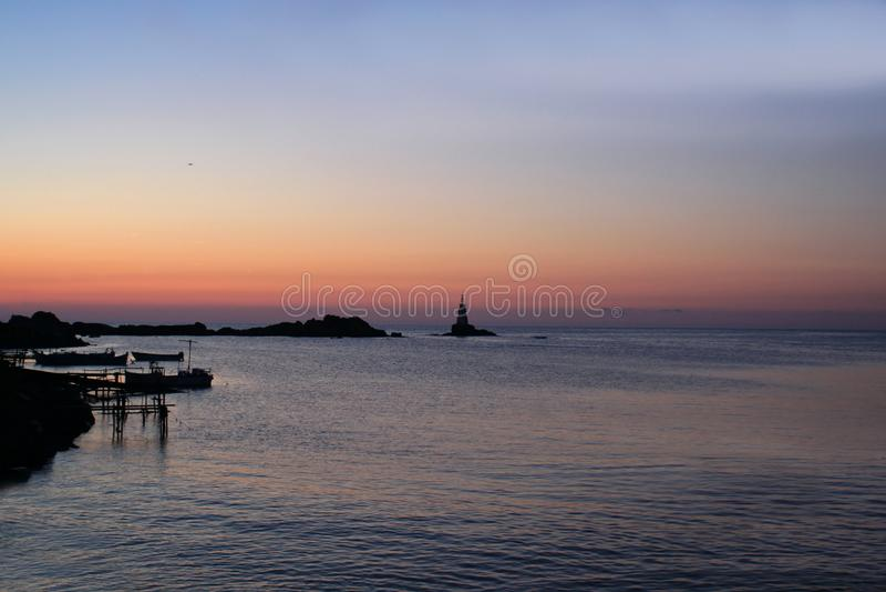 Romantisk soluppgång över havet royaltyfri foto