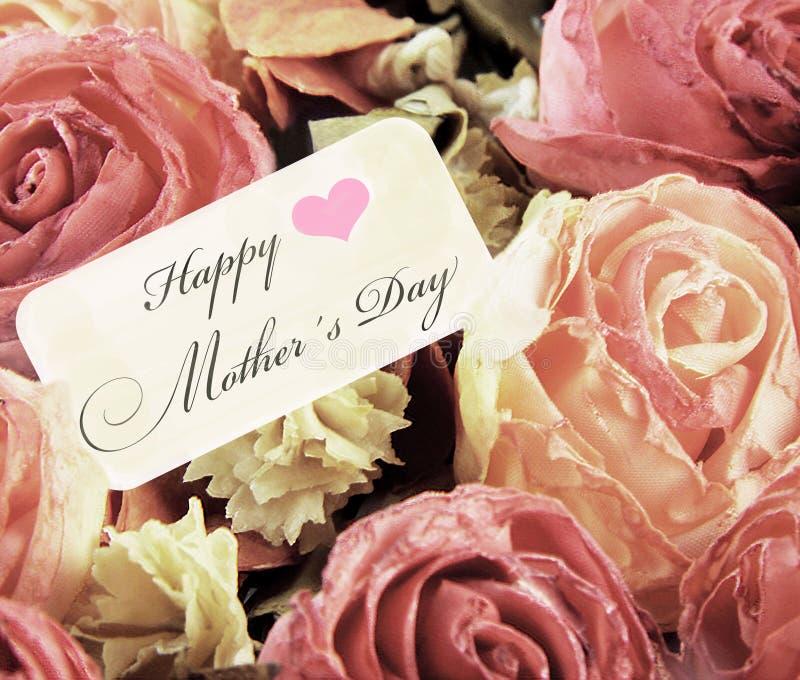 Romantiska rosor med lycklig moderdag för kort royaltyfria bilder