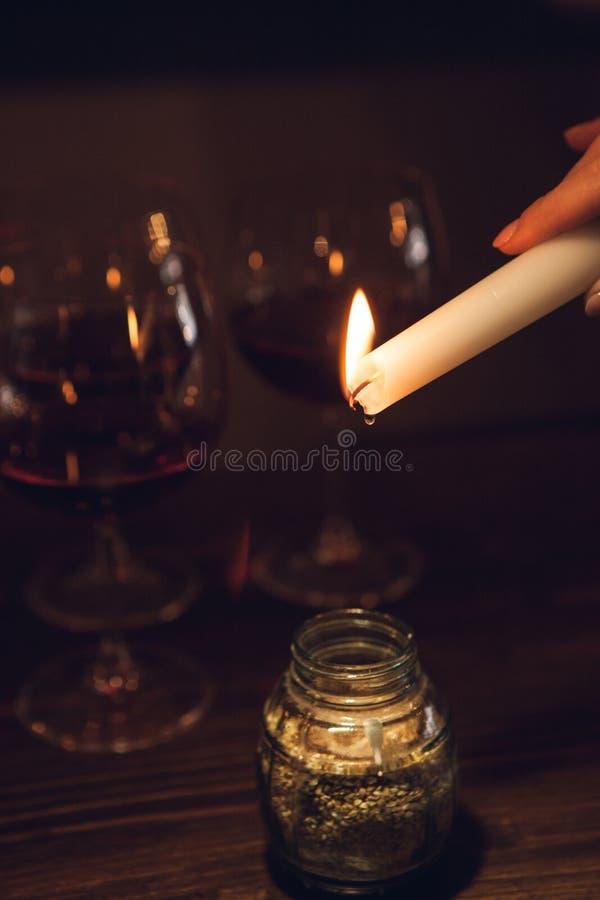 Romantiskt datum på natten aromatherapy stearinljus arkivfoto