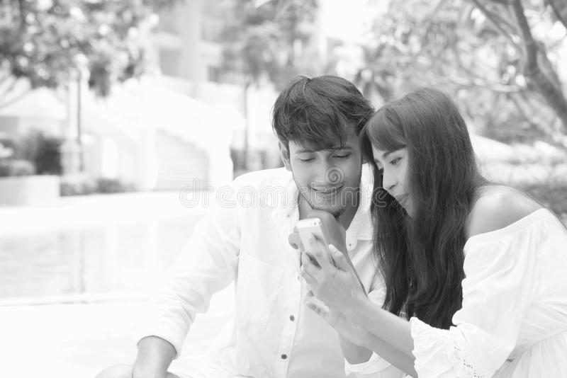 Romantiskt parbröllopfotografi royaltyfri foto
