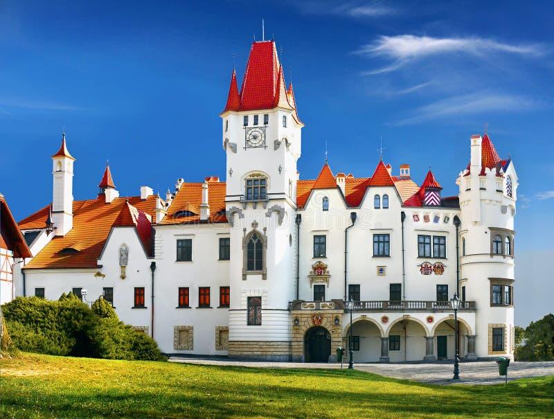 Romantiskt slott arkivbild