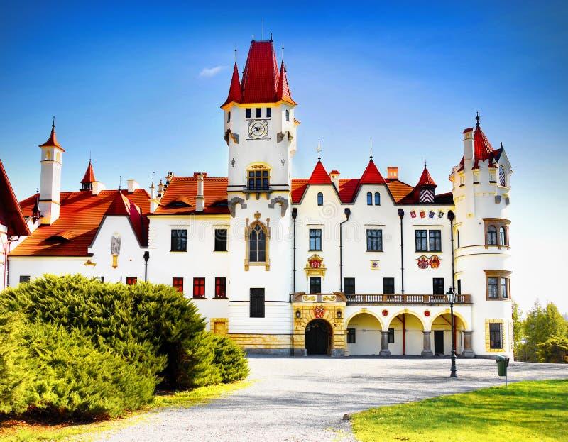 Romantiskt slott royaltyfria foton
