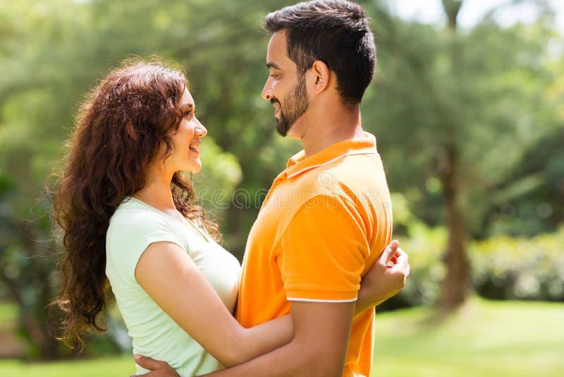 Romantyczna indyjska para fotografia royalty free