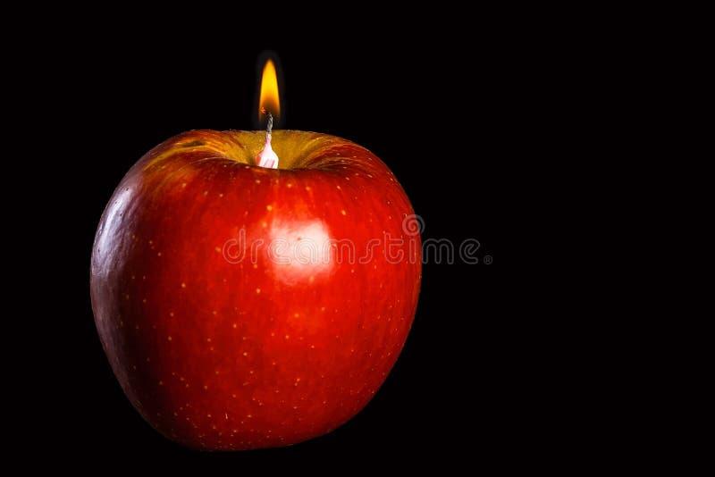Romantyczna jabłkowata świeczka zdjęcie royalty free
