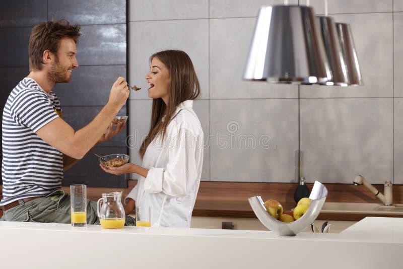 Romantyczna para ma śniadanie obraz royalty free