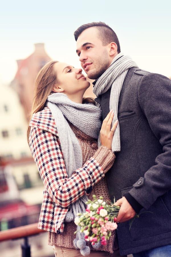 Romantyczna para na dacie obraz stock
