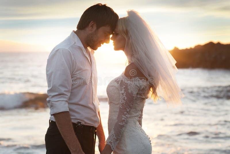 Romantyczna para na perfect miesiącu miodowym zdjęcie royalty free