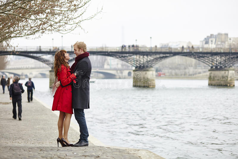 Romantyczna para w miłości ma datę zdjęcie stock