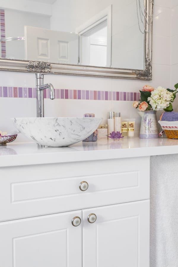 Romantyczna retro łazienka obraz royalty free