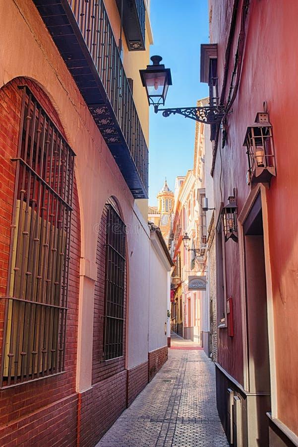Romantyczna ulica w Sevilla, Hiszpania zdjęcia royalty free