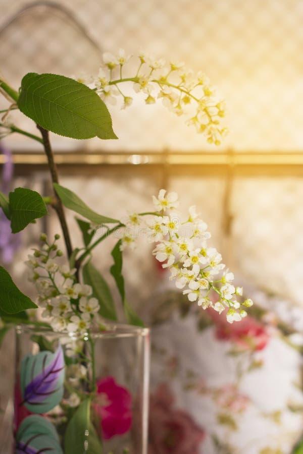 Romantycznego ranku worktop kuchenna gałązka obrazy royalty free