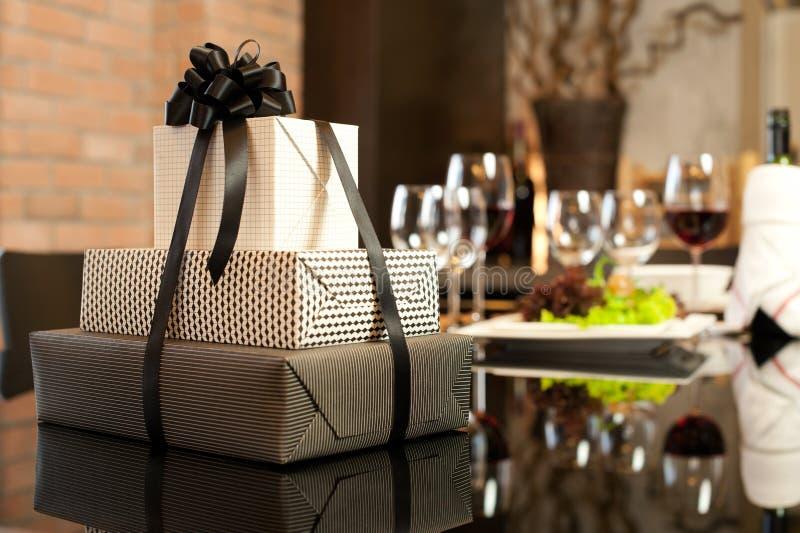 romantyczni obiadowi prezenty obrazy stock