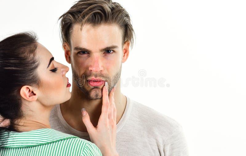 Romantyczny uczucia pojęcie Romantyczna para w miłości uściśnięciu Przystojny nieogolony mężczyzna i ładna dziewczyna w miłości M zdjęcia royalty free