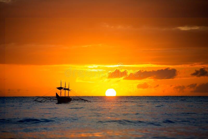 Romantyczny zmierzch od Boracay plaży, Filipiny obraz stock