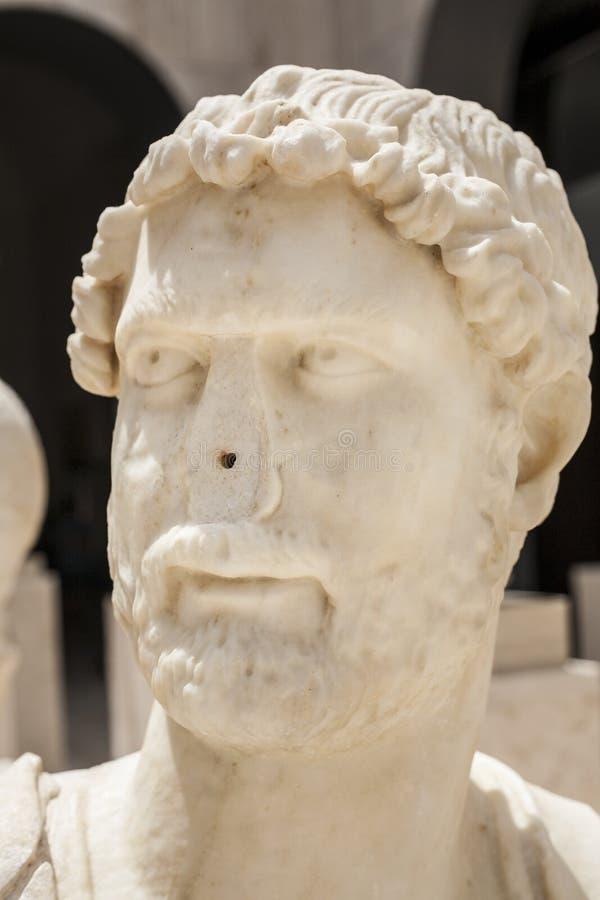 Romarebyst av Hadrian med ingen näsa royaltyfri bild