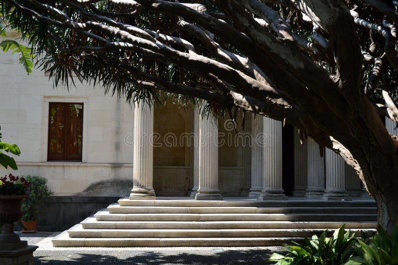 Romaren stenar portiken i Catania fotografering för bildbyråer