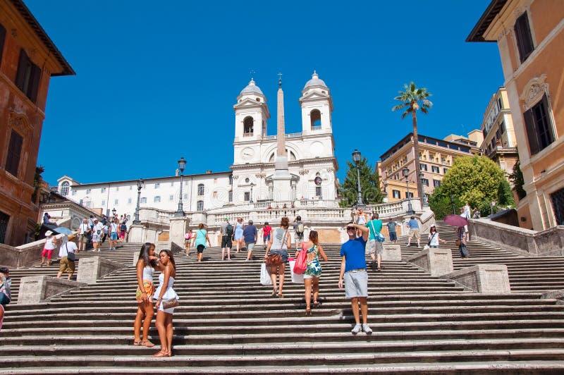 7 Rome-AUGUSTUS: De Spaanse die Stappen, van Piazza Di Spagna op 7 Augustus, 2013 in Rome, Italië worden gezien. royalty-vrije stock afbeeldingen