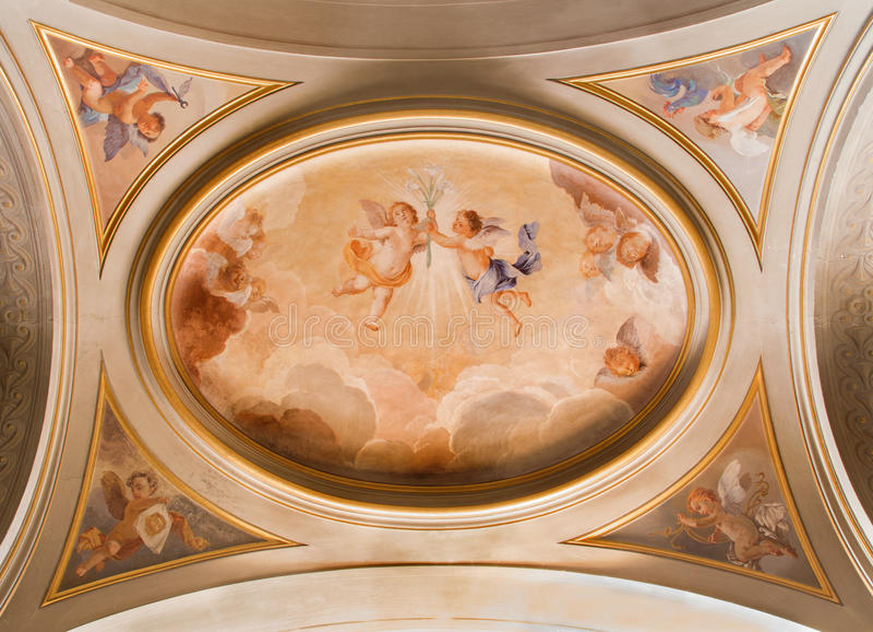 Rome - de symbolische fresko van engelen met de bloemen op het plafond van zijschip in Di Santi Giovanni e Paolo van de kerkbasil stock foto's