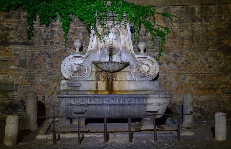 Rome, fontaine du masque photos libres de droits