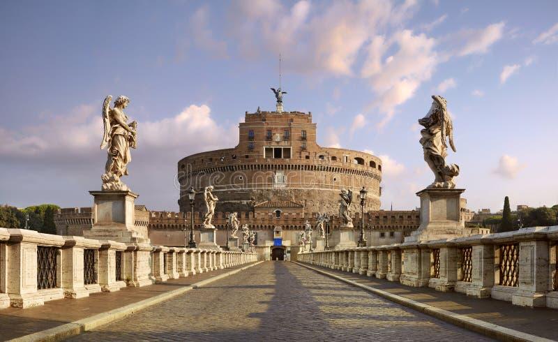 Rome Hadrians mausoleum som ?r bekant som Castel Sant ?Angelo Panoramautsikt fr?n Ponte Sant ?Angelo fotografering för bildbyråer