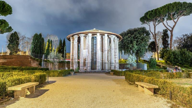 Rome Hercules Temple bij Nacht stock afbeeldingen