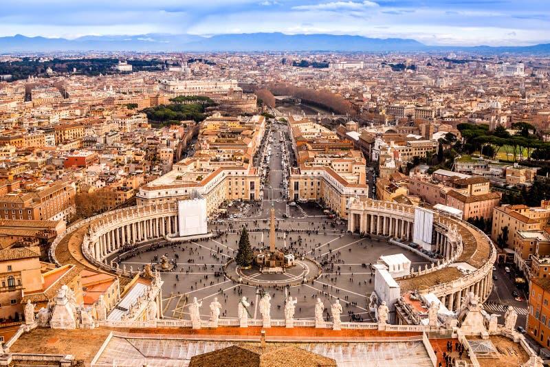 Rome, Italië. Het beroemde Vierkant van Heilige Peter in Vatikaan en luchtv stock foto's