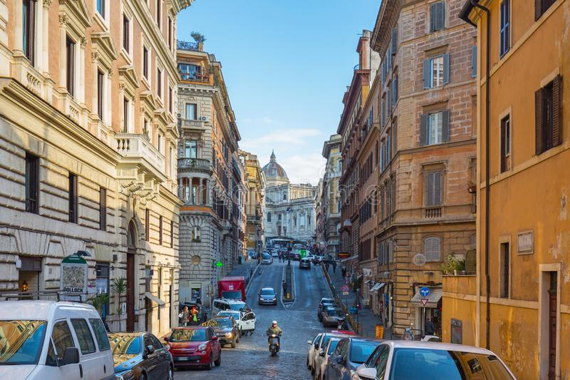 Rome, Italië - Januari 9, 2019: Mensen in de oude stad van Rome bij zonnige dag, Italië stock fotografie