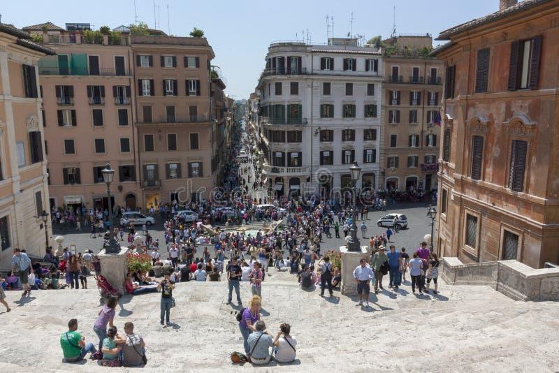 Rome, Italië - Juni 2, 2012: Toeristen die op de stappen van Pia zitten royalty-vrije stock afbeeldingen