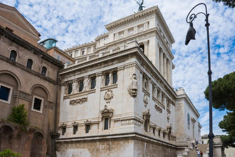 ROME, ITALIË - MEI 3, 2019: Rome, Italië - April 3, 2019: Altare-della Patria in Piazza Venezia, een oorlogsgedenkteken monumen m stock afbeeldingen