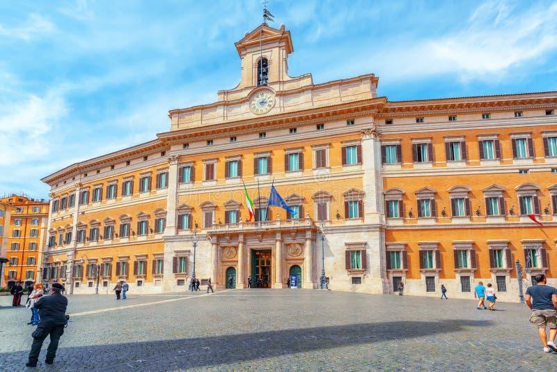 ROME, ITALIË - MEI 10, 2017: Palazzo Montecitorio en Obelisk van royalty-vrije stock fotografie