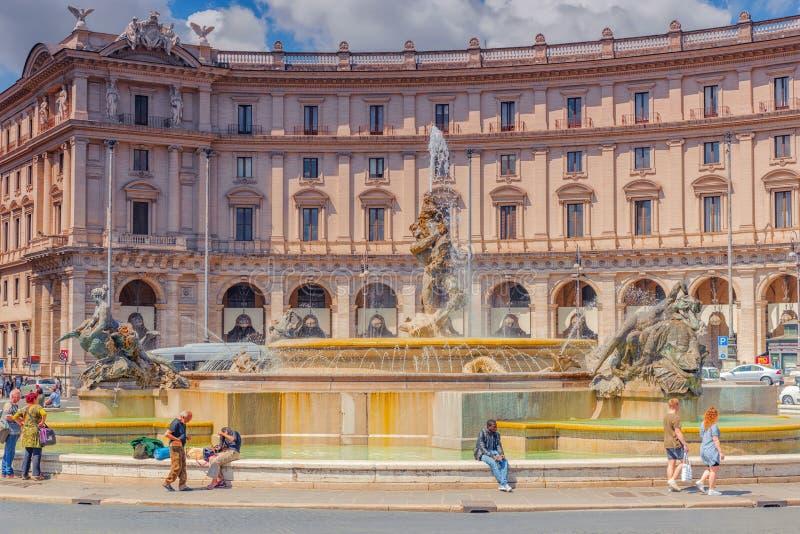 ROME, ITALIË - MEI 10, 2017: Vierkante Piazza van de republiek della Repub royalty-vrije stock afbeeldingen