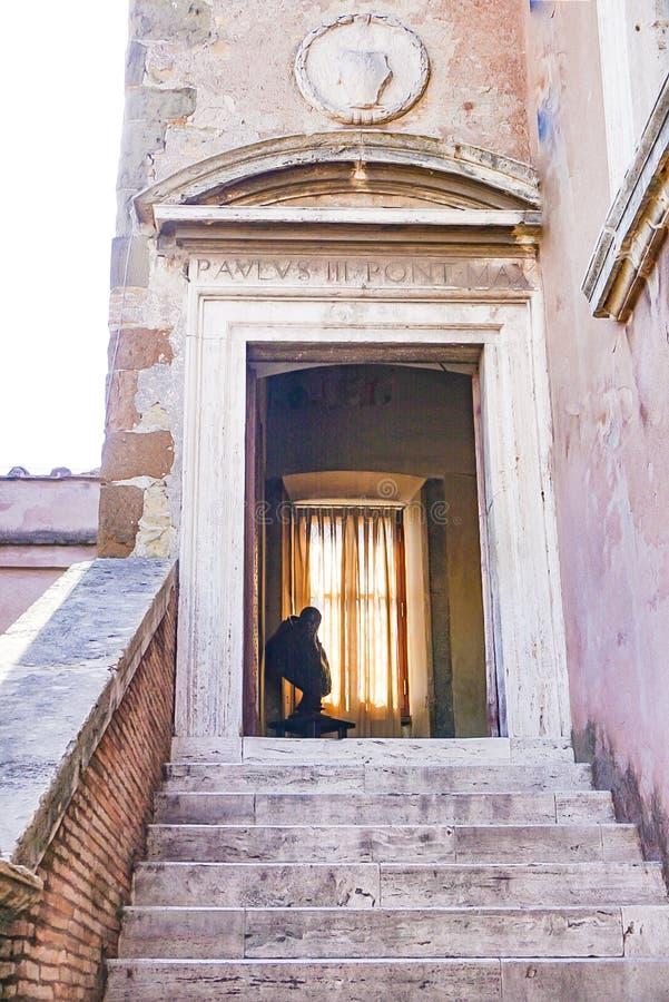 ROME, ITALIË; 11 OKTOBER, 2017: Deuropening in Castel Saint ` Angelo stock afbeeldingen