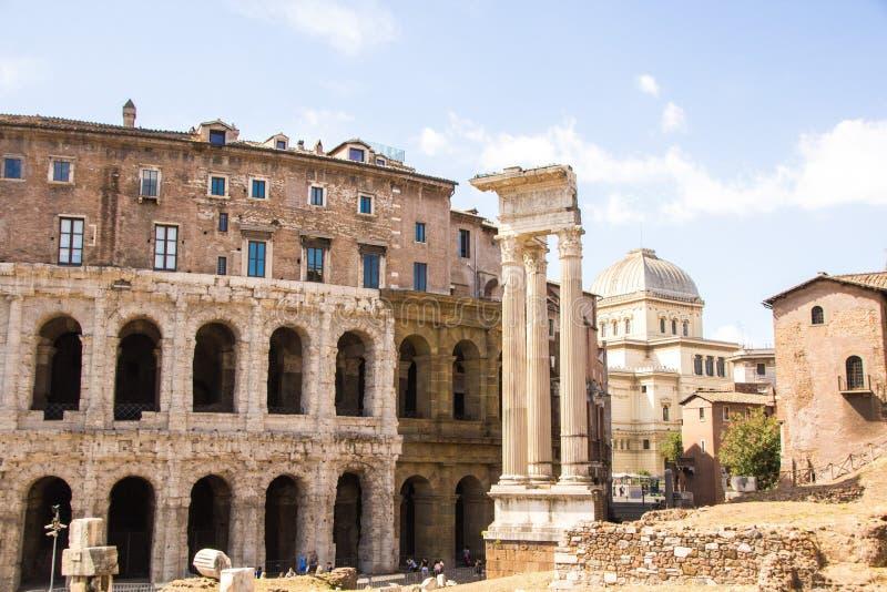 Rome, Italië - September 12, 2017: Buitenmening van de oude roman marcellus theaterbouw Theater van Marcellus stock fotografie