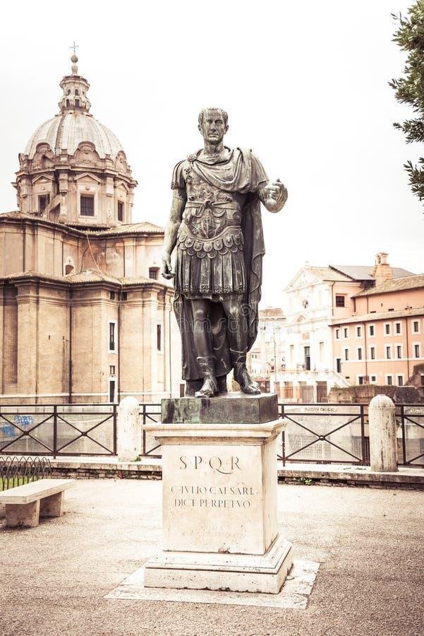 Rome, Italie, décembre 2018 : Rome Julius Caesar Statue Forum photo libre de droits