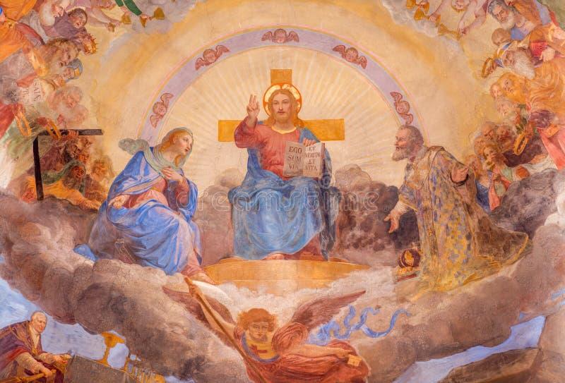 ROME, ITALIE - 11 MARS 2016 : Le fresque le Christ dans la gloire dans l'église Basilica di San Nicola dans Carcere par Vincenzo  photos stock
