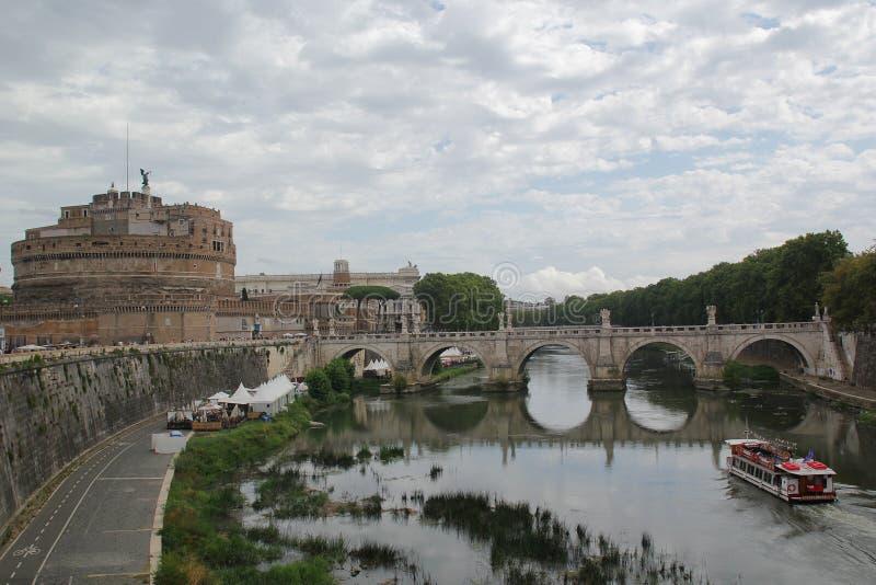 Rome, Italie - 2 septembre 2017 : Beau Castel Sant ?Angelo sur le ciel bleu et le nuage photo stock