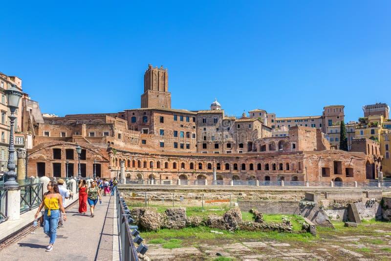 Rome/Italien - Augusti 24, 2018: Trajans marknad i Roman Forum royaltyfri bild