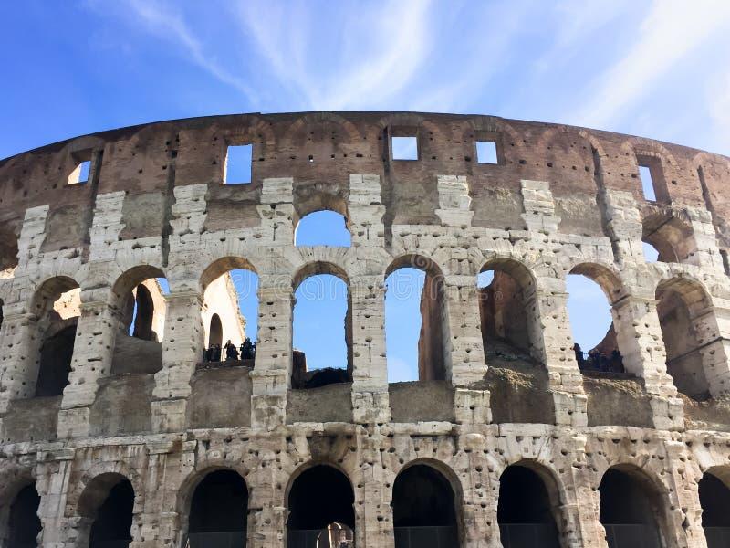 Rome Italien: Colosseumen är en härlig och majestätisk forntida amfiteater arkivbild