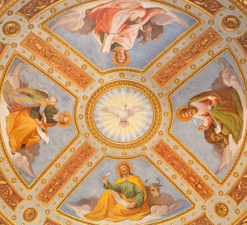 ROME ITALIEN: Freskomålning för helig ande och för fyra evangelist i kupol i det cappellaFeoli kapellet i basilikadi Santa Maria  arkivbild