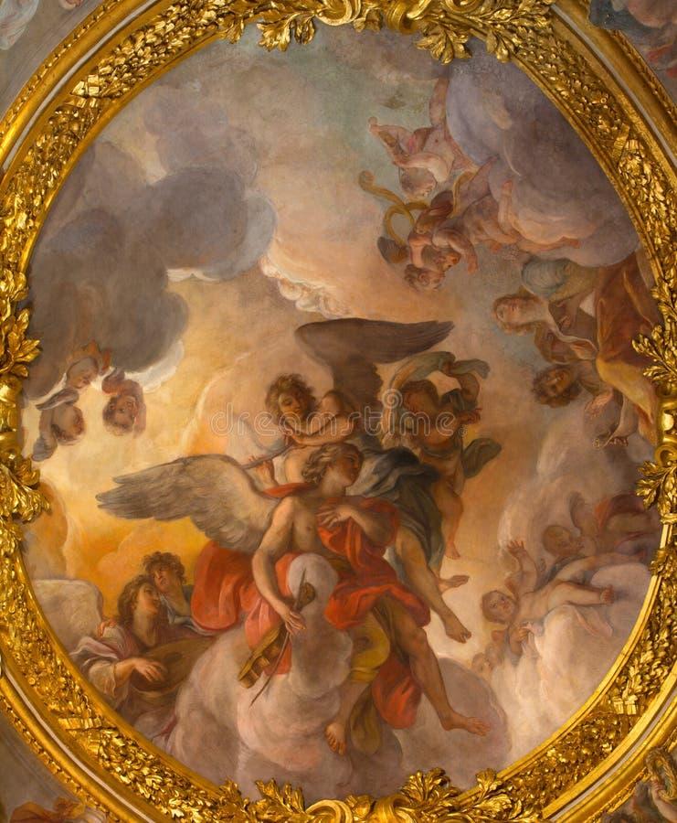 ROME ITALIEN: Freskomålningmusikeränglarna på valvet av kapellet av St Anthony av Padua i kyrkliga Chiesa di Santa Maria i Aquiro royaltyfri bild