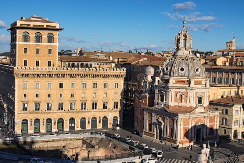 ROME ITALIEN - JANUARI 6, 2017: Romare - katolsk kyrka Santa Maria di Loreto och kyrkan av det mest heliga namnet av Mary arkivbild