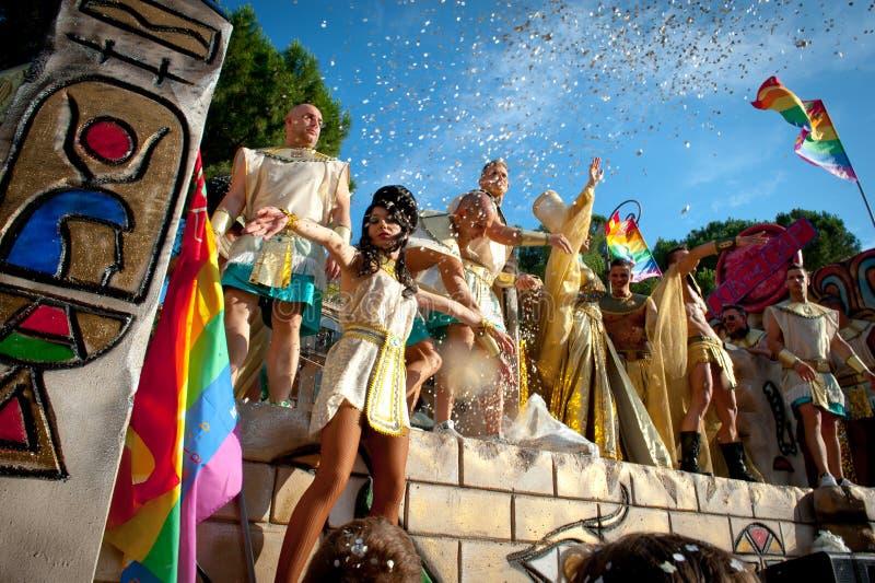 ROME ITALIEN - JUNI 11 2011 Ståtar dagen för glad stolthet för euroet, folk in royaltyfri bild
