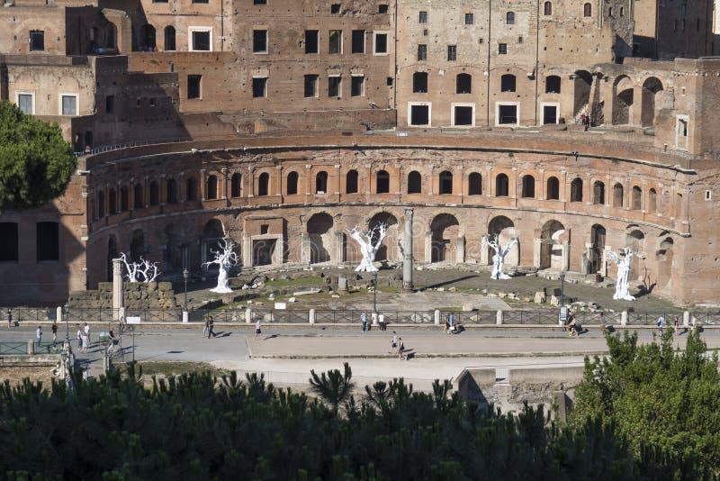 Rome Italien 18 Juni 2016 Utställning av Ugo Rondinone på Trajan forum royaltyfria foton