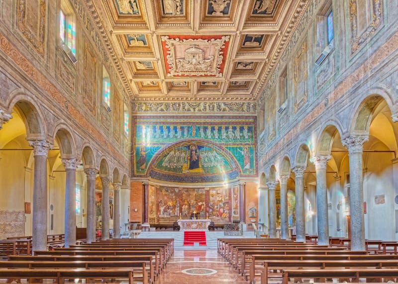 ROME ITALIEN - MARS 10, 2016: Skeppet av kyrkliga basilikadi Santa Maria i Dominica med mosaiken av Madonna bland änglarna royaltyfri foto